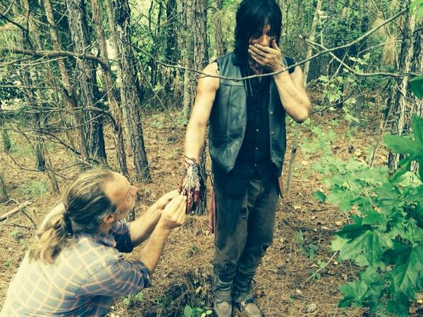 daryl dixon loses a hand